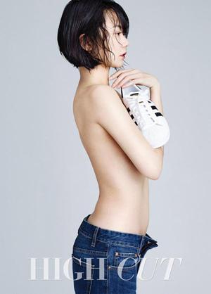 Foto Seksi Bae Doona Topless di Majalah High Cut