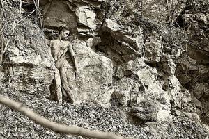Foto Ilusi: Wanita Telanjang dengan Body Painting Alam