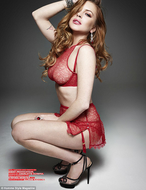 Lindsay Lohan Pose Hot Bareng 3 Pria