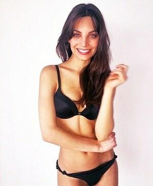 Victoria Furnani, Model Seksi Kembaran Angelina Jolie