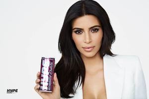 Foto Kim Kardashian di Iklan Hype Energy Bikin Pangling