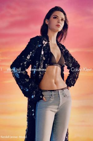 Foto Hot Kendall Jenner Pakai Bra & Celana Dalam di Iklan Calvin Klein
