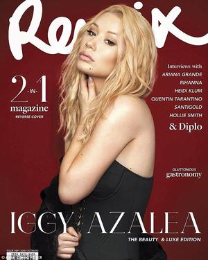 Foto Seksi Iggy Azalea Topless di Majalah Remix