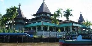 Masjid Sultan Suriansyah  - 6 Masjid Berusia Ratusan Tahun di Indonesia
