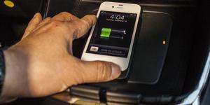 7 Cara Aneh Isi Baterai Smartphone Tanpa Listrik