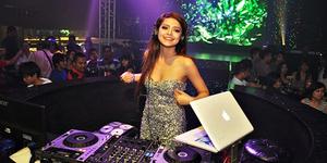 DJ Yasmin - 5 Female DJ Cantik & Seksi Indonesia