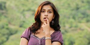 Divya Sri - 4 Artis Cantik Ini Pernah Jadi PSK