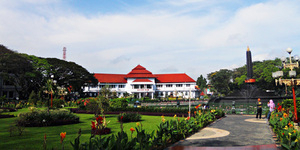 Alun-Alun Bundar - 7 Taman Kota di Malang yang Wajib Dikunjungi