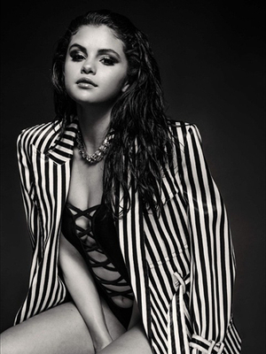 Foto Seksi dan Sensual Selena Gomez Pakai Bodysuit