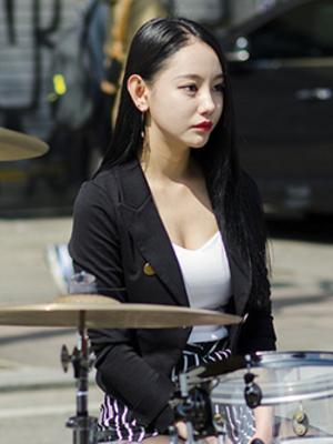 Foto Ah Yeon, Drummer Cantik dan Seksi Band Korea Bebop