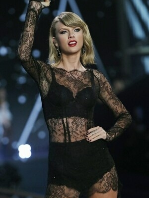 Lingerie Seksi Taylor Swift di Victoria's Secret Fashion Show