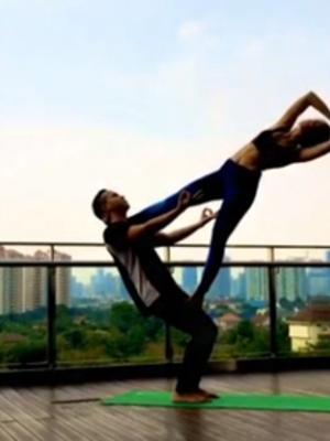 Foto Seksi & Sensual Pevita Pearce Saat Yoga