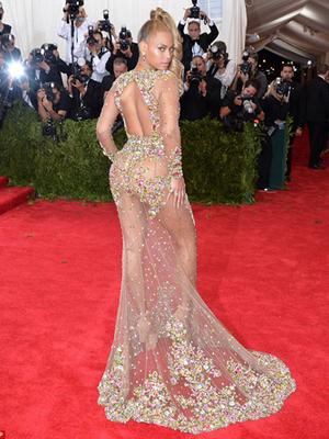 Beyonce Nyaris Bugil Pakai Gaun Transparan di Met Gala 2015
