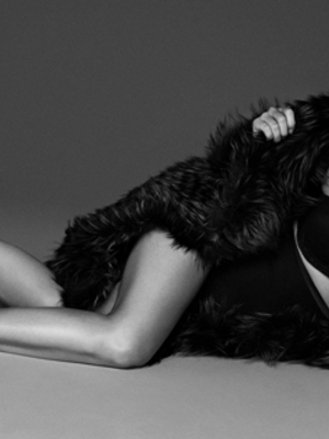 Katy Perry Pakai Lingerie Seksi di Majalah Vogue Jepang