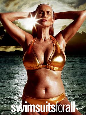 Foto: Nicola Griffin, Model 56 Tahun Berbikini Seksi di Majalah Sport Illustrated