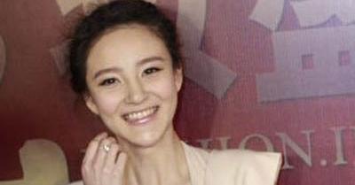 Foto Payudara Menyembul Puting Liu Yuxin Nyaris Terlihat