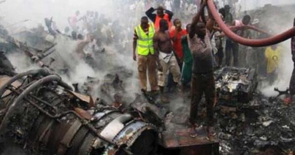 foto-kecelakaan-tragis-pesawat-jatuh-di-nigeria.jpg