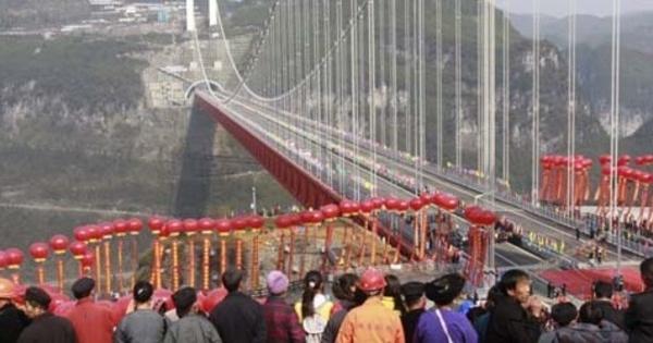 FOTO: Gambar Jembatan Gantung 'Aizhai' Tertinggi di Dunia