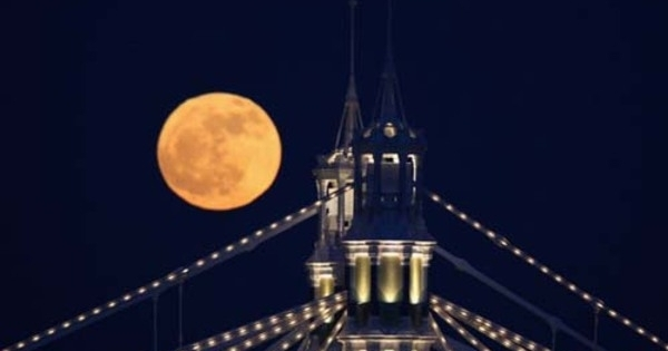 red moon in london today - photo #23