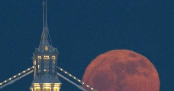 red moon in london today - photo #22