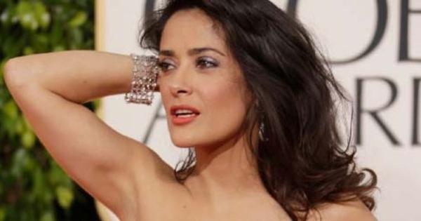 salma hayek   5 aktris yang masih hot sekalipun berusia senja