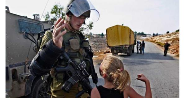 video-ahed-tamimi-gadis-cilik-hajar-tentara-israel-0483.jpg