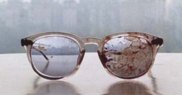 yoko ono unggah foto kacamata berdarah john lennon